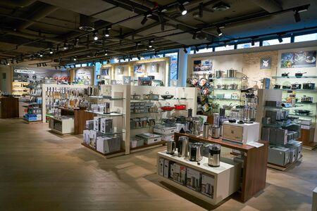 ZURICH, SUIZA - CIRCA Octubre, 2018: toma interior de los grandes almacenes Jelmoli en Zurich.