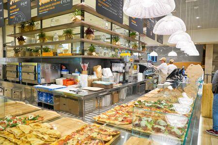 VENEZIA, ITALIA - CIRCA MAGGIO 2019: interni di Rustichelli Mangione all'aeroporto Marco Polo di Venezia.