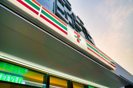 SHENZHEN, CHINA - APRIL 7, 2019: 7-Eleven sign over store entrance in Shenzhen. 7-Eleven Inc. is a Japanese-American international chain of convenience stores. 報道画像