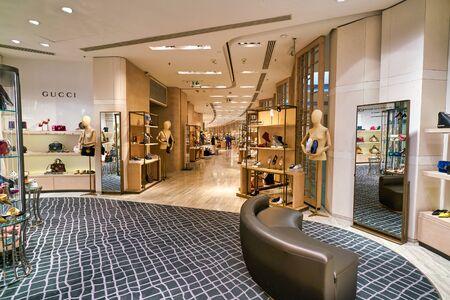 Hongkong, CHINA - 22. JANUAR 2019: Waren auf der Lane Crawford in Hongkong. Lane Crawford ist ein Einzelhandelsunternehmen mit Fachgeschäften, die Luxusgüter in Hongkong und auf dem chinesischen Festland verkaufen.