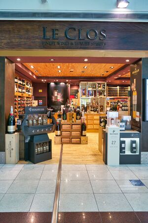 DUBAI, UAE - CIRCA JANUARY 2019: entrance to Le Clos store in Dubai International Airport. Le Clos is the finest wines & luxury spirits retailer liquor store in Dubai 에디토리얼