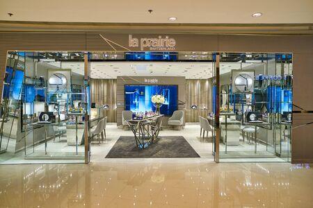 HONG KONG, CHINA - CIRCA JANUARY, 2019: La Prairie storefront in Elements shopping mall. 版權商用圖片 - 143143754