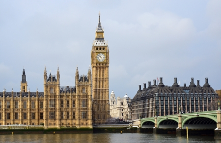 commons: House of Parliament, Big Ben with Westminster station and bridge across river Thames in London