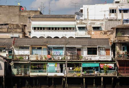 chao phraya: Homes along the Chao Phraya River, Bangkok, Thailand