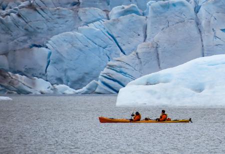 ocean kayak: Kayaking en el glaciar de Mendenhall, Juneau, Alaska