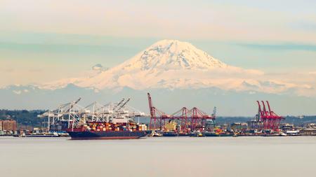 mountain snow: Port of Seattle, Washington Stock Photo