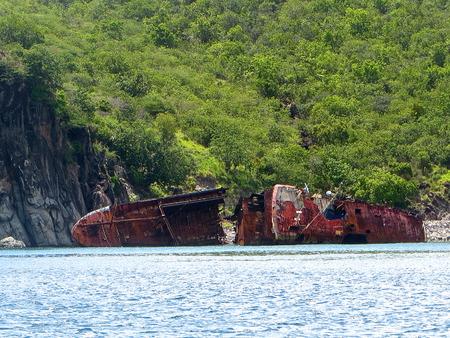 colliding: Shipwreck near St. Kitts