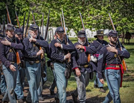 vestidos de epoca: Soldados de la unión, reconstrucción de la guerra civil, Red Bluff, California Editorial