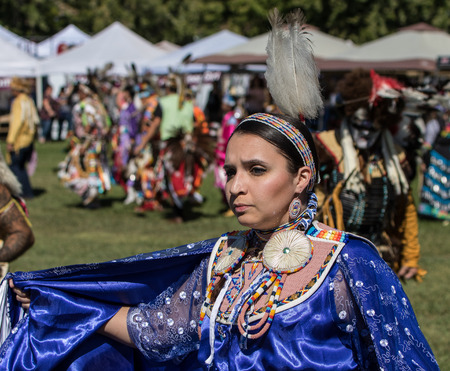 indio americano: Nativo americano del bailar�n en el Stillwater Pow-wow, Anderson, California. Editorial
