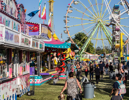 Midway at the Shasta County Fair in Anderson, California. Reklamní fotografie - 49977592