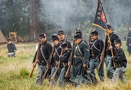 vestidos de epoca: soldados de la Unión en una recreación de la Guerra Civil en Graeagle, California.