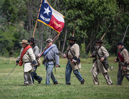 red bluff: Southern troops advance at the Dog Island Civil War reenactment, Red Bluff, California