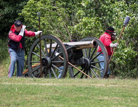 vestidos de epoca: Uni�n Cannon en la lista a una reconstrucci�n de la guerra civil, Red Bluff, California Editorial