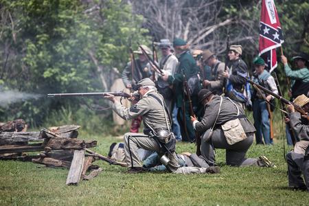 vestidos de epoca: Cómplices ataque a una reconstrucción de la guerra civil, Red Bluff, California