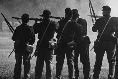 vestidos de epoca: Union soldiers at a Civil War reenactment at Hawes Farm, Anderson,  California.