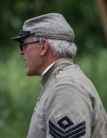 vestidos de epoca: reenactor de la guerra civil en la isla del perro Recreaci�n en Red Bluff, California.