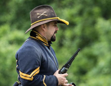 vestidos de epoca: explorador de uni�n de la guerra civil en la recreaci�n Dog Island en Red Bluff, California. Editorial