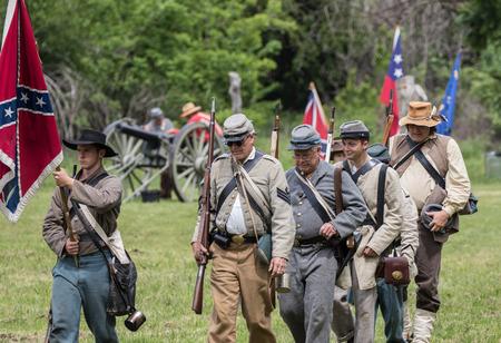vestidos de epoca: explorador de unión de la guerra civil en la recreación Dog Island en Red Bluff, California. Editorial