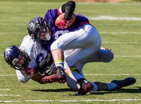 gavilan: la acción del fútbol en el Juego de leones todas las estrellas en Redding, California.