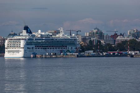 strait of juan de fuca: Cruise ship docked in the harbor in Victoria, Canada.
