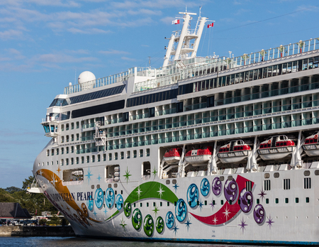 strait of juan de fuca: Cruise ship docked in the harbor of Victoria, Canada.