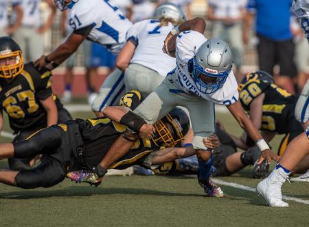 Action de football avec McQueen High School contre Enterprise à Redding, en Californie. Éditoriale