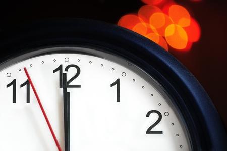 새해에 몇 초 - 자정을 표시하는 방법에 대한 사무실 시계 스톡 콘텐츠
