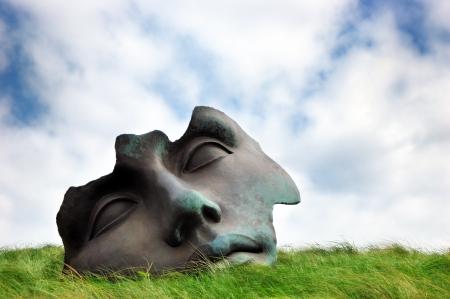 Beelden aan Zee Museum Scheveningen, 헤이그, 네덜란드 근처의 테라스에서 달빛 조각
