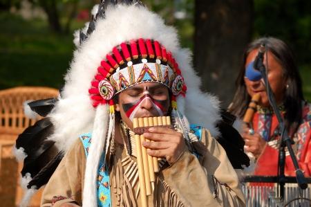 the tribe: Los indios americanos la realizaci�n de la m�sica popular