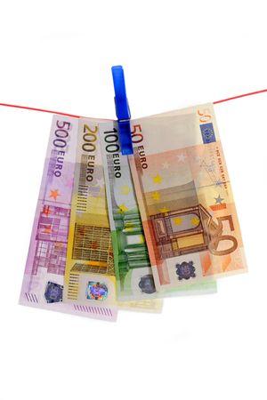 dinero falso: Billetes en una l�nea de ropa
