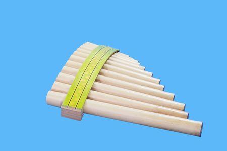 zampona: Pan flauta aisladas sobre fondo azul