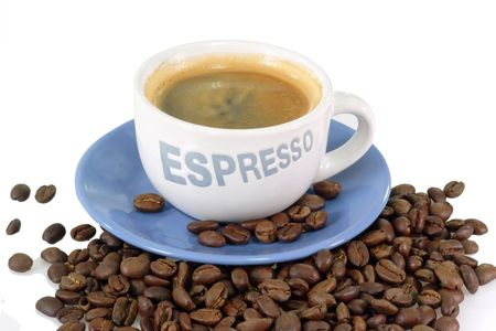 expresso: Expresso coffee over roasted coffee beans.