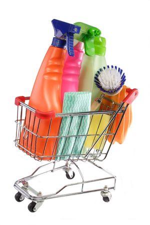 d�sinfectant: �quipement de nettoyage dans un chariot modell sur fond blanc Banque d'images