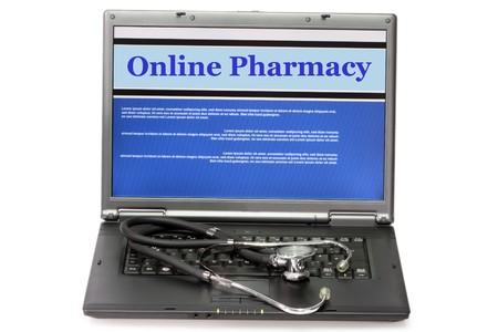 Online apotheek-collage in laptop met stethoscoop op witte achtergrond
