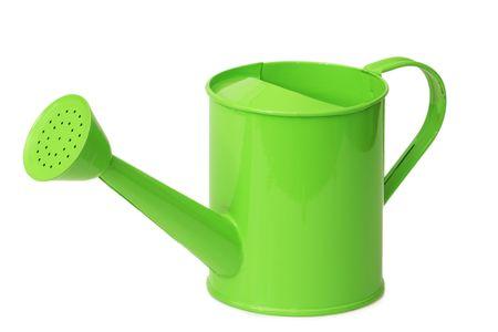 Groene gieter voor huishoudelijk gebruik geïsoleerd op witte achtergrond
