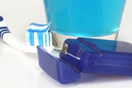 fluoride: Productos para el cuidado dental en el fondo brillante Foto de archivo