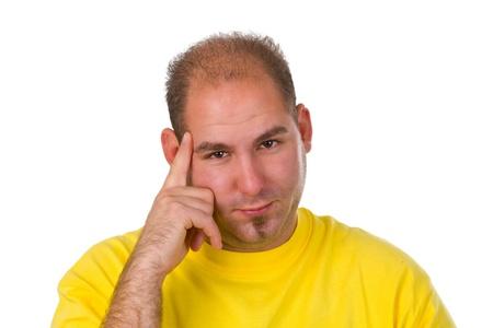 Contemplatieve jonge man - geïsoleerd op zwarte achtergrond