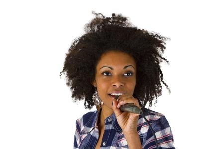 アフロアメリカン: 白い背景に分離されたアフロ ・ アメリカの歌手