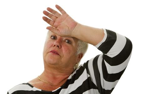 Uitgeputte vrouwelijke oudste - geïsoleerd op witte achtergrond