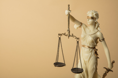 Justizia Figure on beige Background 版權商用圖片 - 106301427
