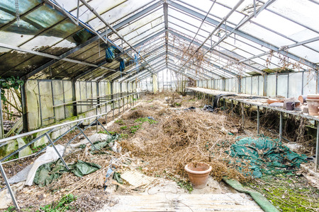 Greenhouse with broken glass, the construction is clearly visible. 版權商用圖片 - 111756626