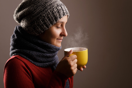 Young woman drinking hot tea in winter time Zdjęcie Seryjne