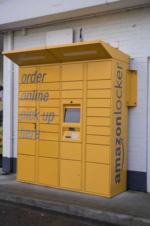 DONCASTER, UK - JANUARY 29,, 2021.  An Amazon Locker which is a secure kiosk where people can pick up their parcel or package with convenience Redactioneel
