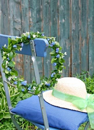 virágfüzér a nefelejcs virág lóg szék