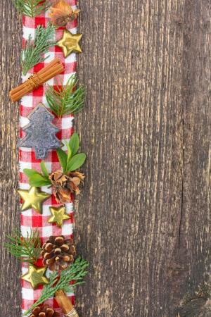 Karácsonyi díszek a viharvert fa Stock fotó