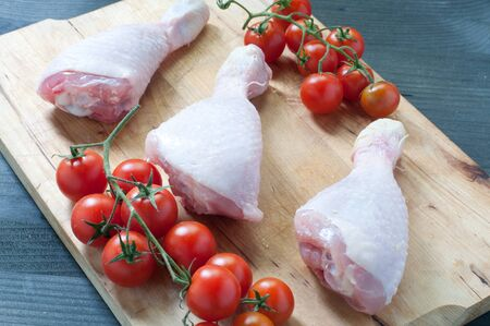 uncooked bacon: Various fresh meats of chicken and pork with tomatoes