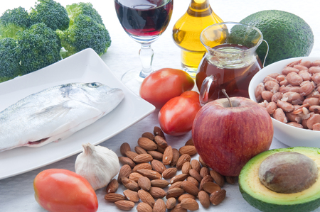 peces: 10 foods to lower cholesterol : tea , avocado , fruit , vegetables,walnuts , almonds , fish , wine