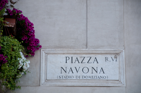 navona: Road sign indicating a street name in Italian piazza Navona in English means Navona square, rome