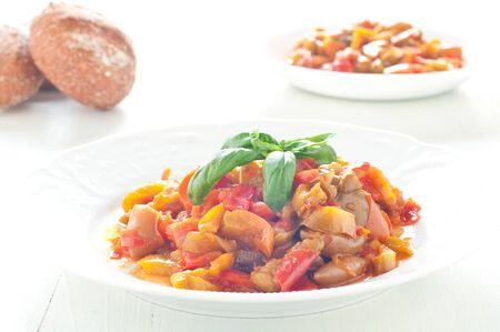 peperoni piatto tipico italiano con peperoni, Italia