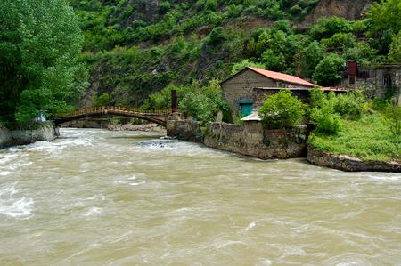 monasteri: piccolo fiume nell'entroterra di Armenia.Armenia